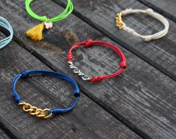 bransoletki z węzłem przesuwnym i kawałkiem łańcuszka