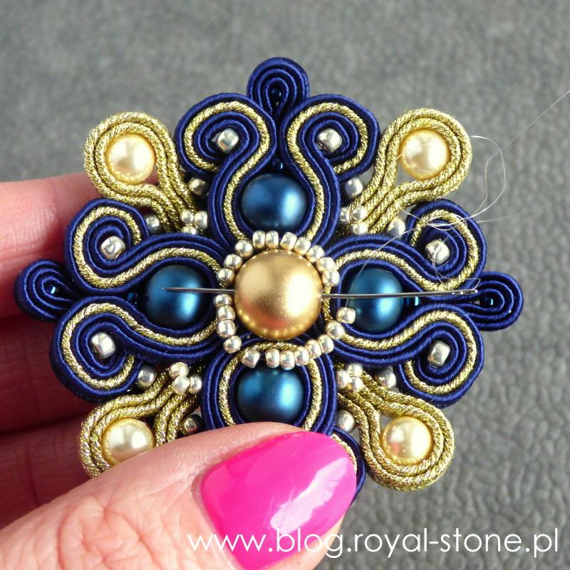 Sutaszowa broszka rozetowa - tutorial royal-stone.pl