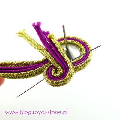 Golden Queen - tutorial na sutaszowe kolczyki z Rivoli Swarovski i chwostem z frędzli na taśmie.