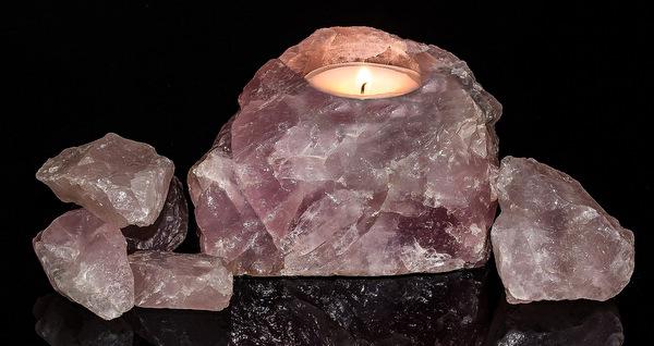 świecznik z kwarcu różowego