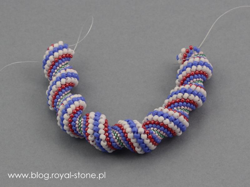 Koralikową bransoletkę spiral cellini należy zszyć po wypleceniu.