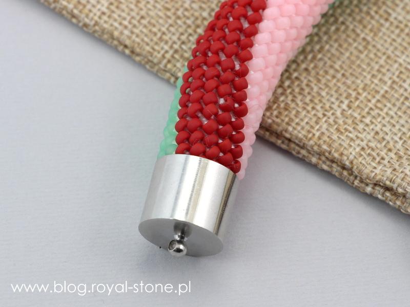 koralikowa bransoletka zakończona tulejką metalową