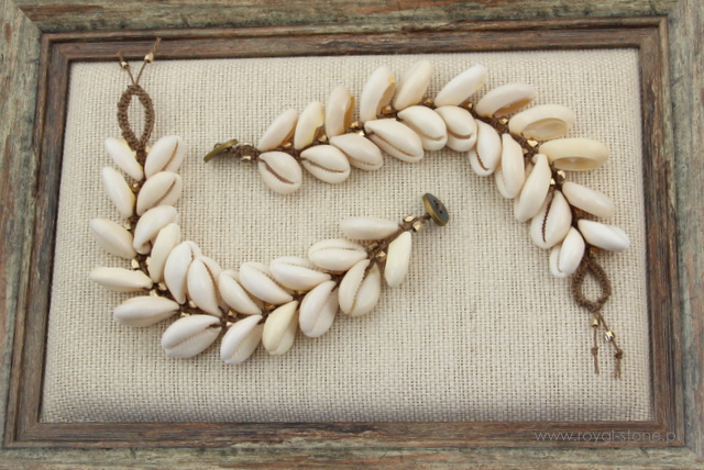 Makramowe bransoletki ze sznurka z muszlami kauri