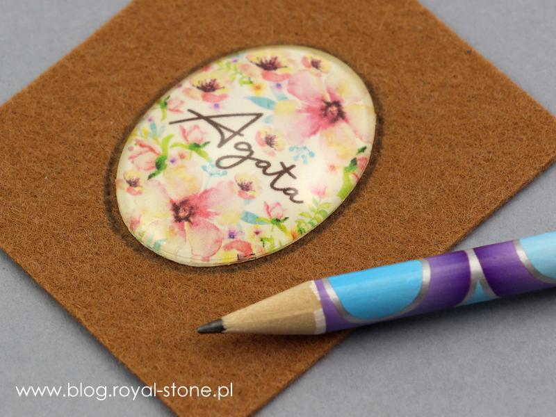 obrysowany kaboszon dla ułatwienia haftu koralikowego