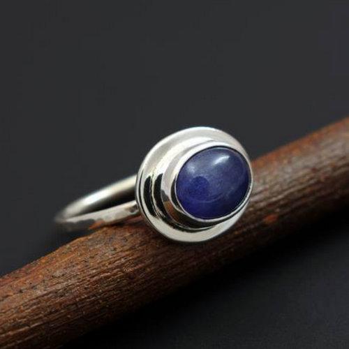 Biżuteria z minerałem o nazwie tanzanit