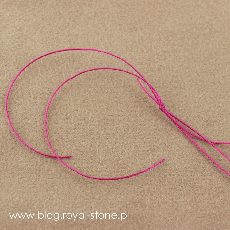 Przygotuj sznurki do plecenia makramy