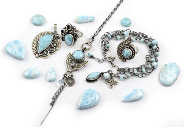 Piękna biżuteria z minerałów - tutaj bizuteria z larimaru