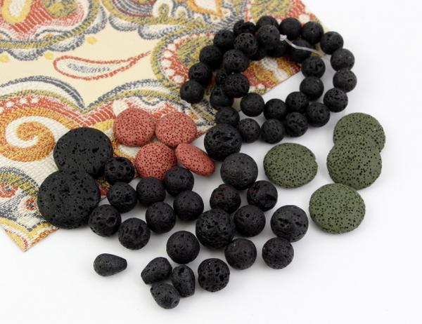 Koraliki z lawy wulkanicznej w kształcie kul, monet, kropel. Lawa w naturalnym kolorze czarnym, brązowym i barwiona na inne kolory.