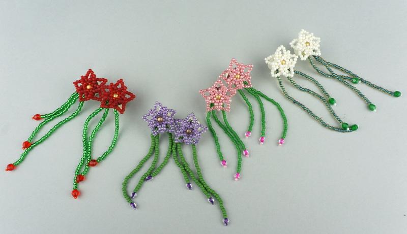 Clematis tutorial pokazujący jak zrobić kwiatkowe kolczyki na sztyftach